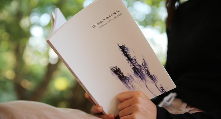 """""""Un árbol más mi canto"""" de Jorge Carrasco"""